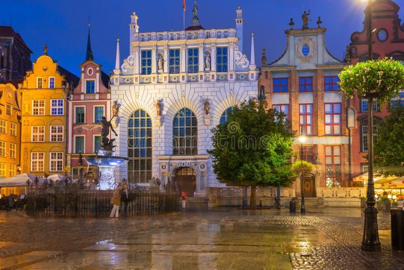 Architecture d'Artus Court à Danzig la nuit, Pologne images stock