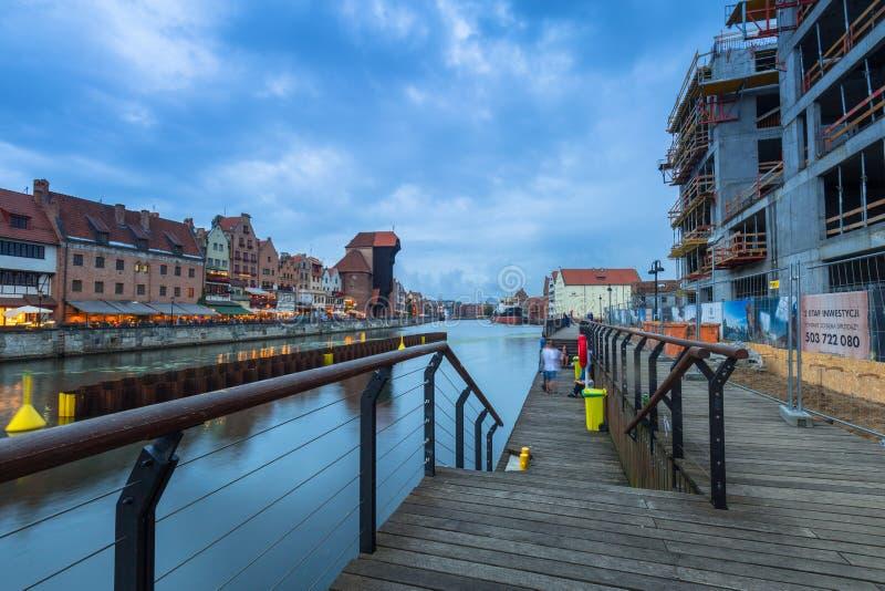 Architecture de la vieille ville à Danzig à la rivière de Motlawa, Pologne photographie stock libre de droits
