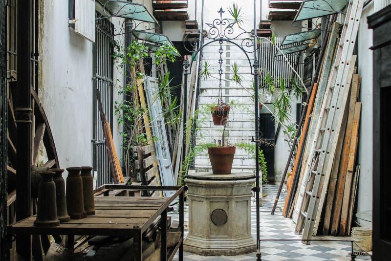 Architecture de patio de puits de cru architecturale photos libres de droits
