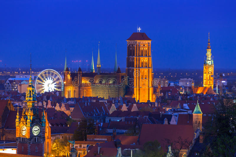 Architecture de vieille ville de Danzig la nuit photos stock