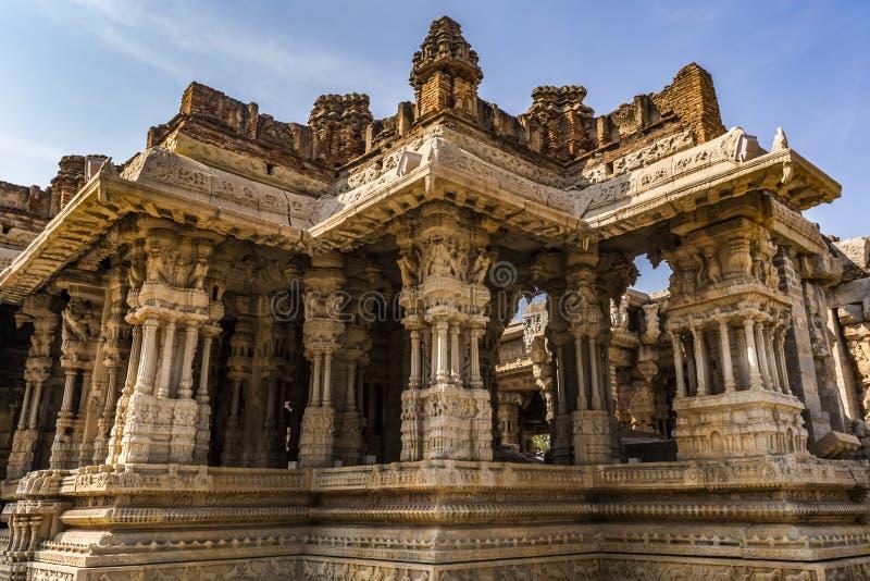 Architecture en forme d'étoile ayant les piliers musicaux - à l'intérieur du temple de Vitala image libre de droits
