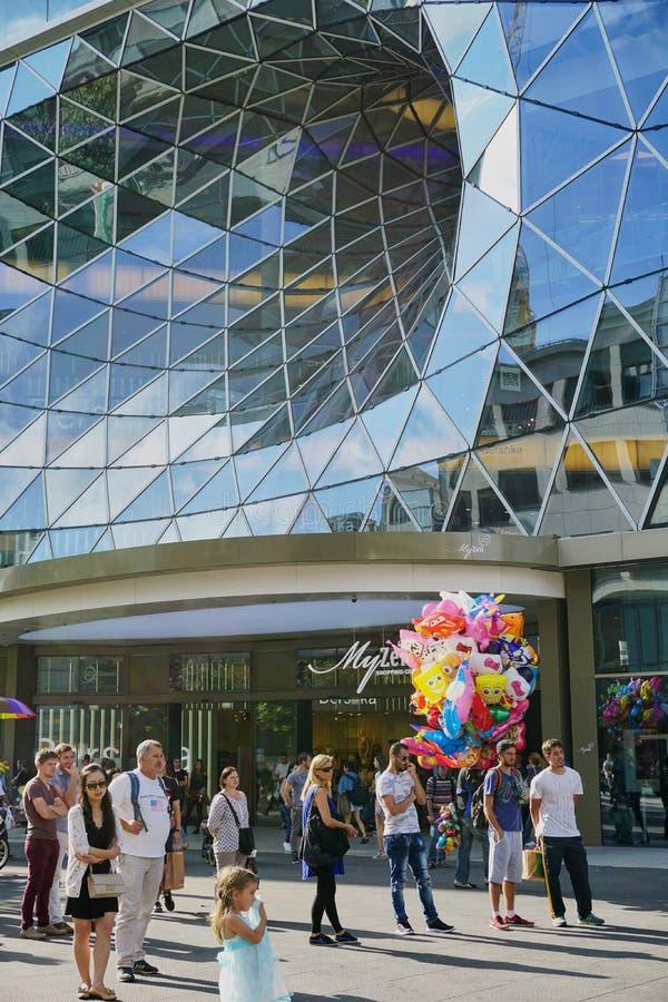 Architecture en verre de vortex ? Francfort Allemagne images libres de droits