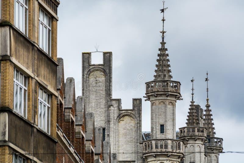 Architecture gothique avec détails sur les toits à la mairie de Bruxelles, Grand-Place au centre de Bruxelles, Belgique photographie stock