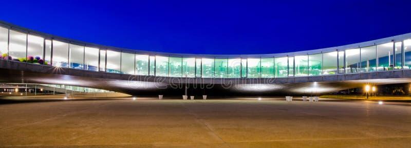 Architecture incurvée par construction moderne image libre de droits