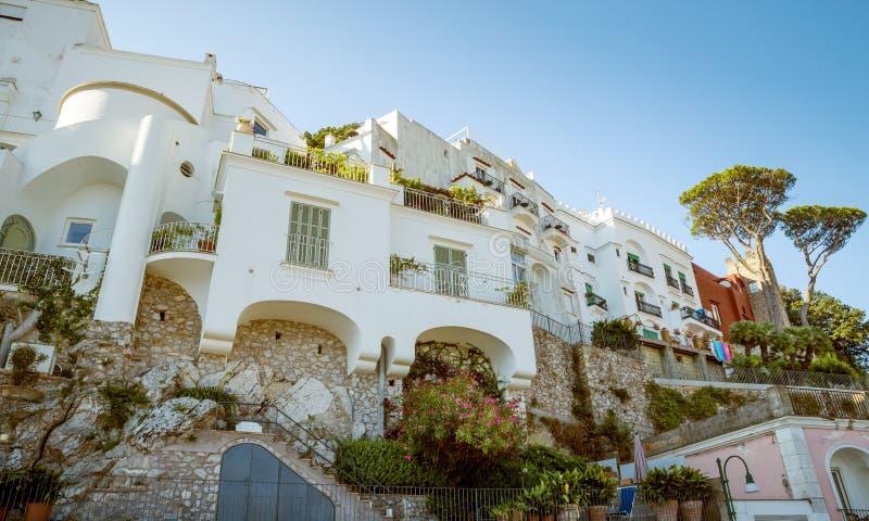 Architecture italienne traditionnelle sur l'île de Capri en Italie photos stock