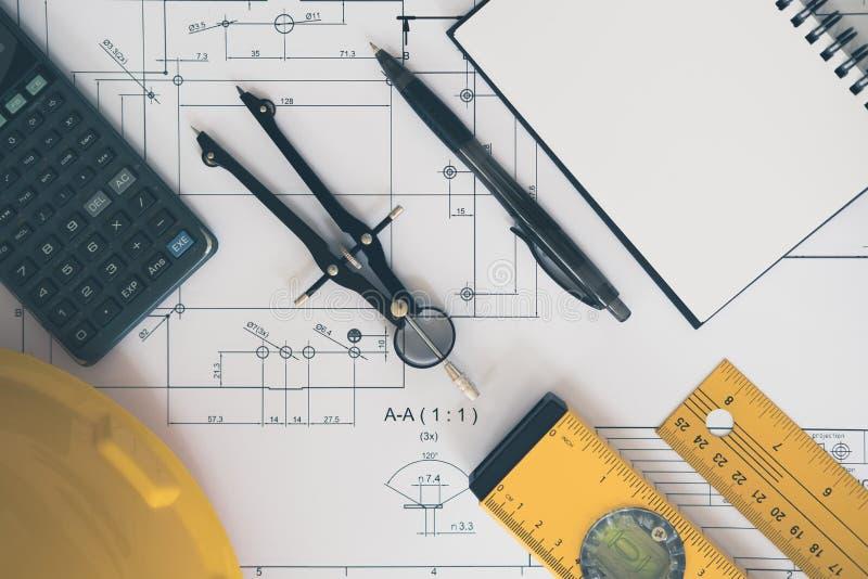 Architecture, machinant les plans et l'équipement de dessin images libres de droits