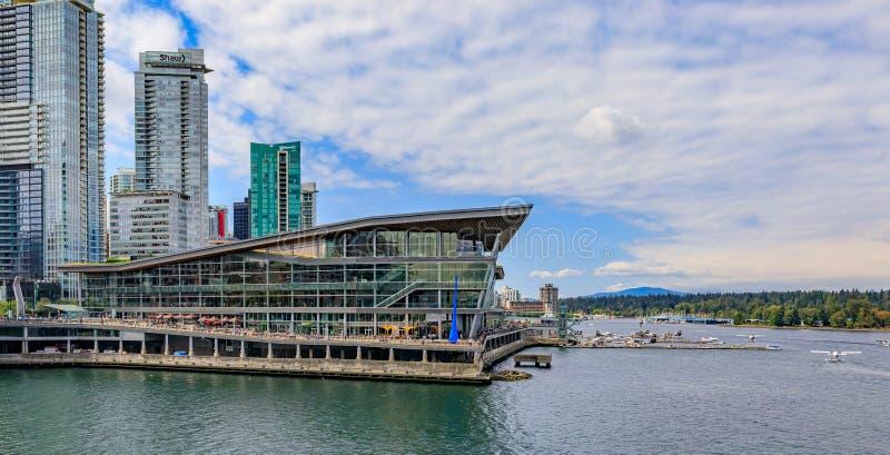 Architecture moderne à l'atterrissage de Burrard et à la convention de Vancouver photo stock