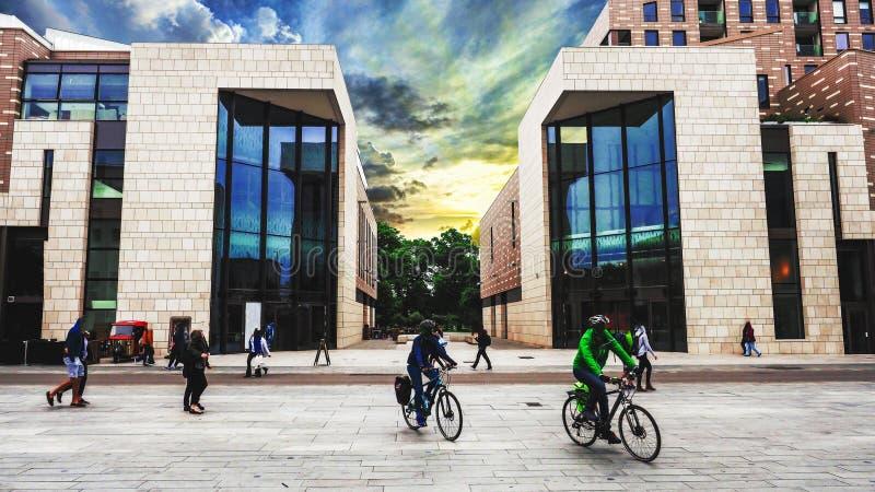 Architecture moderne dans la ville Southampton image stock