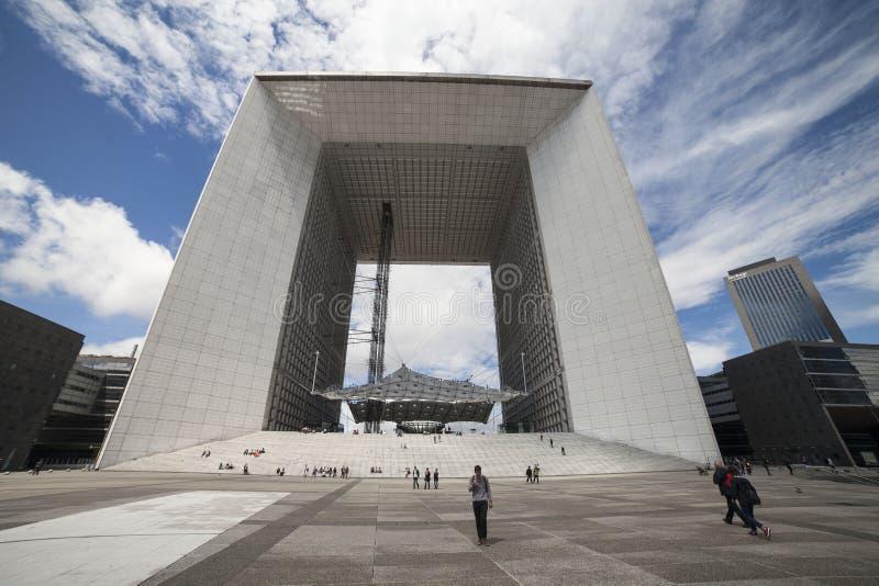 Architecture moderne, la défense de La, Paris, l'Europe photographie stock libre de droits