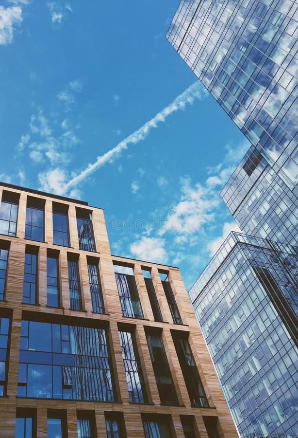 architecture moderne - ville, concept financier d'environnement de secteur, d'affaires et de finances photos stock