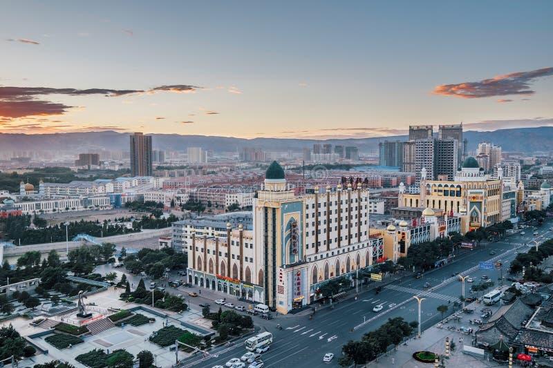 Architecture musulmane dans la ville de Hohhot de l'Inner Mongolia au crépuscule images libres de droits