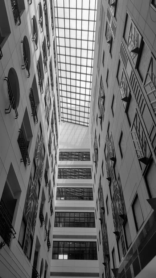 Architecture noire et blanche d'intérieur photos stock