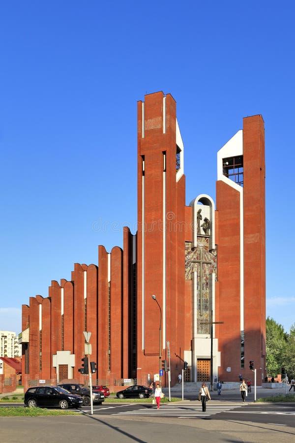 Architecture sacrée moderne - église de St Thomas Apostle à Varsovie, Pologne photographie stock libre de droits