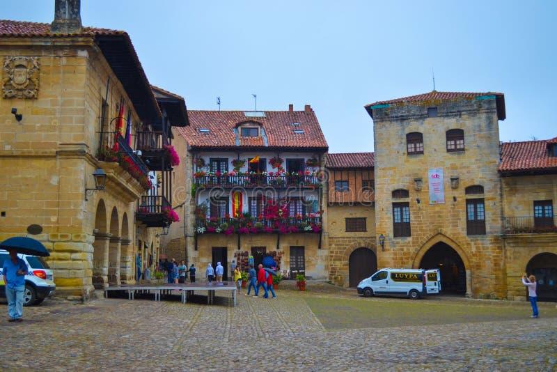 Architecture typique dans la place principale de Santillana Del Mar, C photos libres de droits