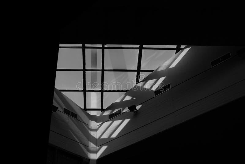 A architectured prachtig venster bij de centrale bibliotheek van de nationale technische universiteit van Athene stock fotografie