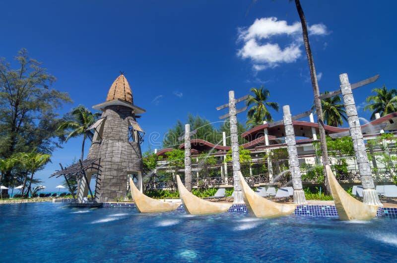Architectuur buiten met zwembad van de Toevlucht & het Kuuroord van LAK van SENTIDO Graceland Khao stock afbeeldingen