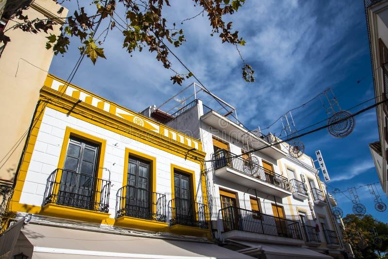 Architectuur in de mooie toevlucht van Nerja in AndaluciaTown-Zaal stock foto