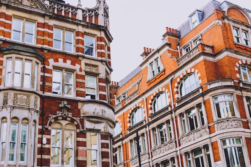 Architectuur in de stadscentrum van Londen in Mayfair stock fotografie