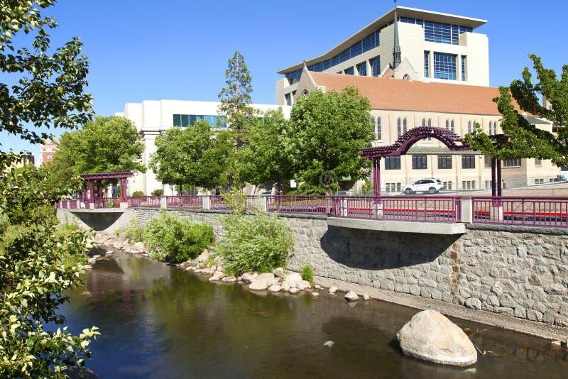Architectuur de van de binnenstad en het park van Reno. stock afbeelding
