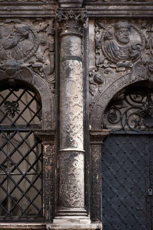 Architectuur en oude kolom in de klassieke stijl stock afbeelding
