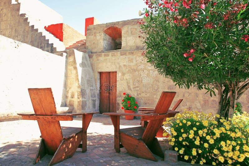 Architectuur met kleurrijke bloemen. royalty-vrije stock foto