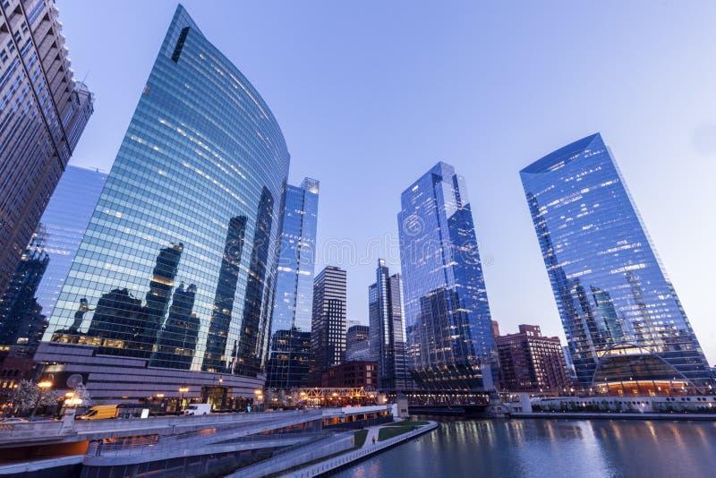 Architectuur van Chicago bij nacht stock fotografie