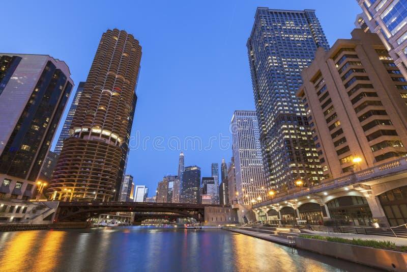 Architectuur van Chicago bij nacht royalty-vrije stock foto's