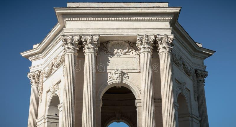 Architectuurdetail van heilige-Mild aquaduct in Montpellier stock afbeeldingen