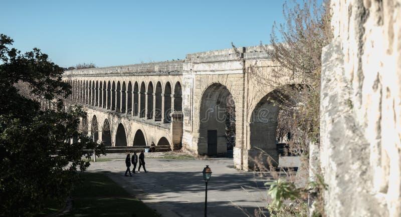 Architectuurdetail van heilige-Mild aquaduct in Montpellier, Frankrijk stock foto