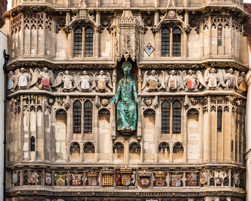 Architectuurdetails van de ingangspoort aan Cathedra van Canterbury stock afbeelding