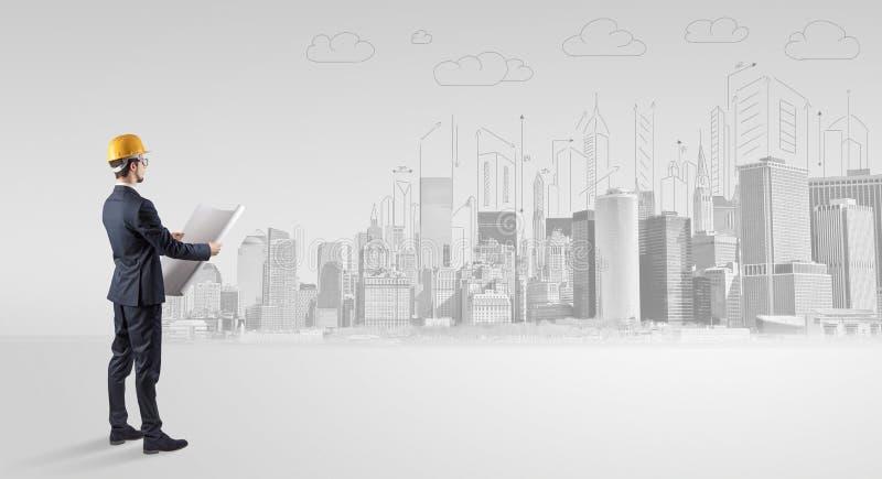 Architekt, der ein Stadtpanorama steht und replanning stockfotos