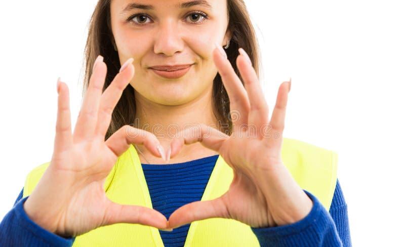Architekt der jungen Frau, der Herzzeichen zeigt stockbild