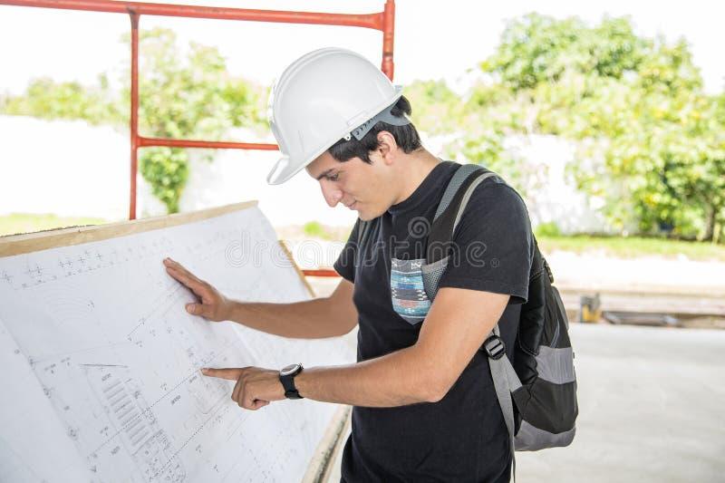 Architekt in einem Bau stockfoto
