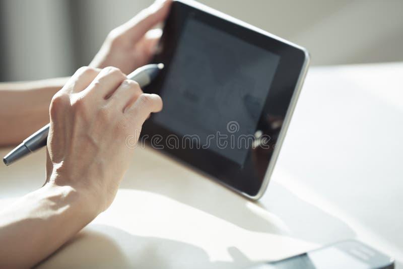 Architekt mit digitaler Tablette stockbilder