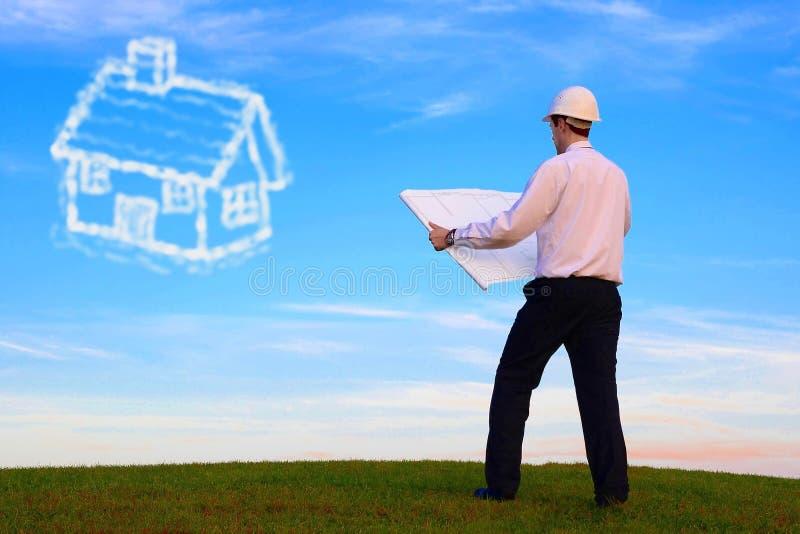 Architekt mit Plan und Haus in der Wolke lizenzfreie stockfotografie
