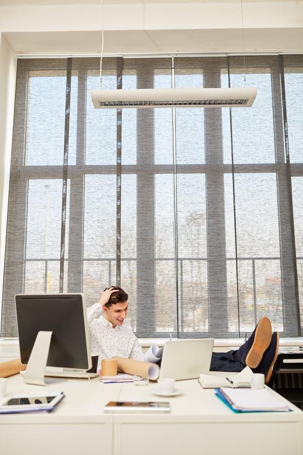 Architekt myśleć o problemu zdjęcie stock