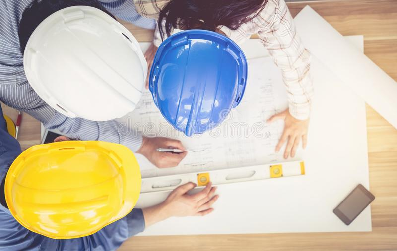 Architekta, inżyniera i biznesmena planistyczny spotkanie pracować z, fotografia stock