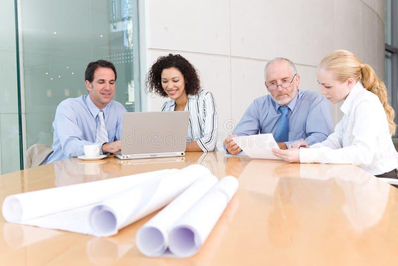Architekten-Geschäftsgruppesitzung lizenzfreies stockbild