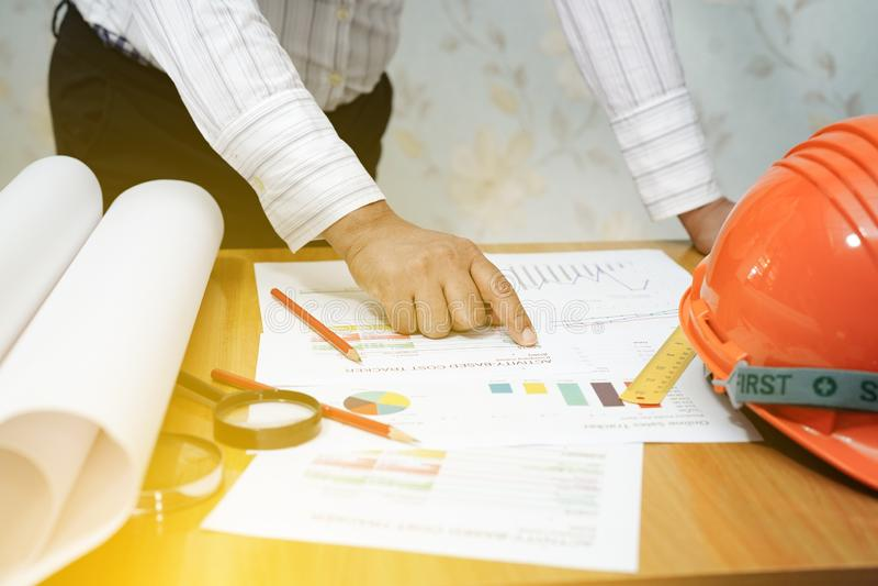Architekten- oder Ingenieurfunktionsprojektwerkzeuge im Büro, Baukonzept lizenzfreie stockfotografie