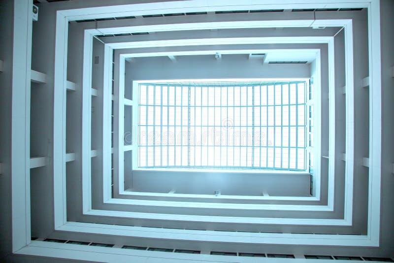 Architektenentwurf transperence Dachspitze, zum des Lichtes zu halten lizenzfreie stockfotos