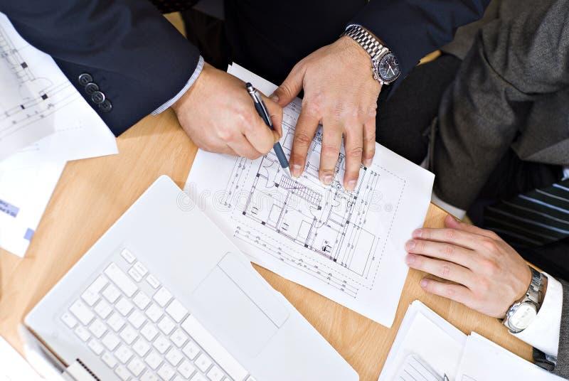 ArchitektenGeschäftstreffen lizenzfreie stockbilder