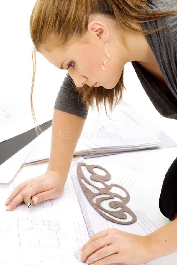 Architektenmädchen bei der Arbeit stockbild