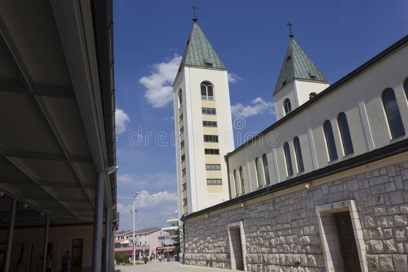 Architektoniczna cecha StJames katedralny dzwonkowy góruje w Medjugorje fotografia stock
