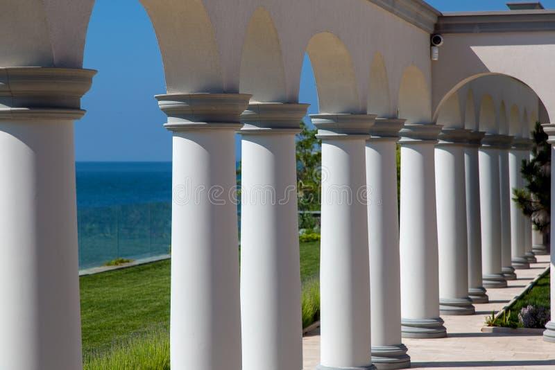 Architektoniczna struktura z łukami i kolumnami obraz stock