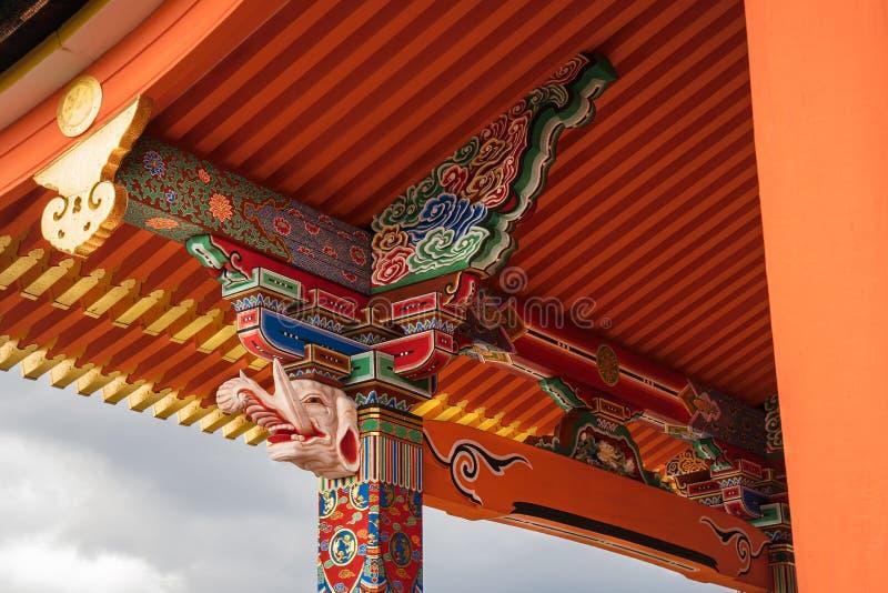 Architektoniczni okapy i szpaltowy szczegół przy Kiyomizu-dera Buddyjską świątynią, Kyoto, Japonia obrazy stock