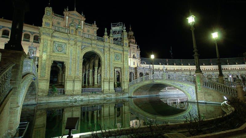 Architektoniczni szczegóły brdges przy nocą i budynki, Plac De Espana w Seville, Hiszpania obrazy royalty free