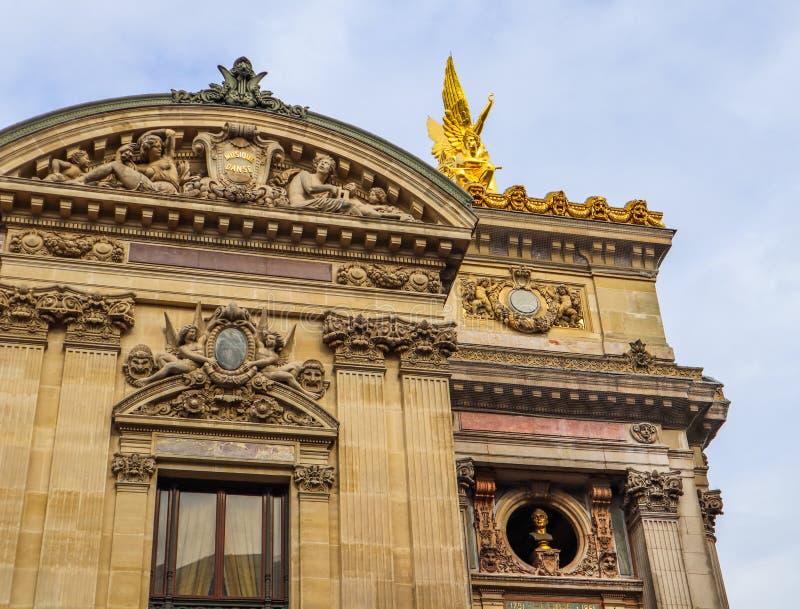Architektoniczni szczeg??y fasada Paryski opery palais garnier Francja Kwiecie? 2019 zdjęcie stock