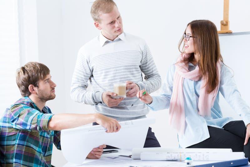 Architektoniczny drużynowy działanie na projekcie obraz stock