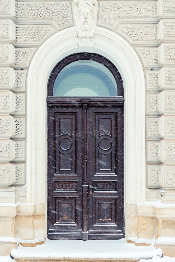 Architektoniczny szczegół - drewniani drzwi i ściany budynek zdjęcie royalty free