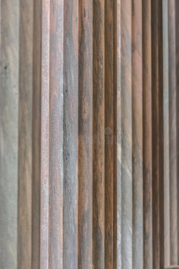 Architektoniczny szczegół kolumny z pionowo laskowaniami obraz royalty free